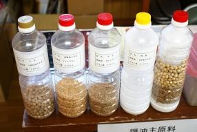 醤油の原料となる大豆や小麦。