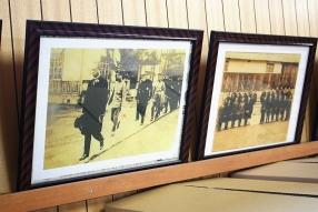 多目的ホールには歴史を感じる写真の展示も。