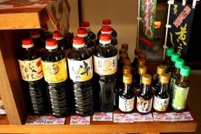 店内ではとら醤油の商品が販売されています。