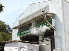岡山県玉野市にあるきのこ第2工場。周囲は森に囲まれている。