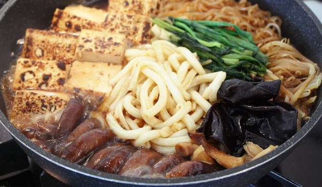 生キクラゲとシイタケのキノコすき焼き