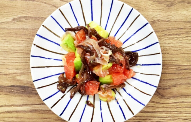 生キクラゲとグレープフルーツのサラダ