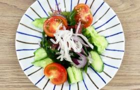 白いキクラゲの海藻サラダ