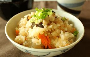 秋鮭と里芋の味噌バター炊き込みご飯